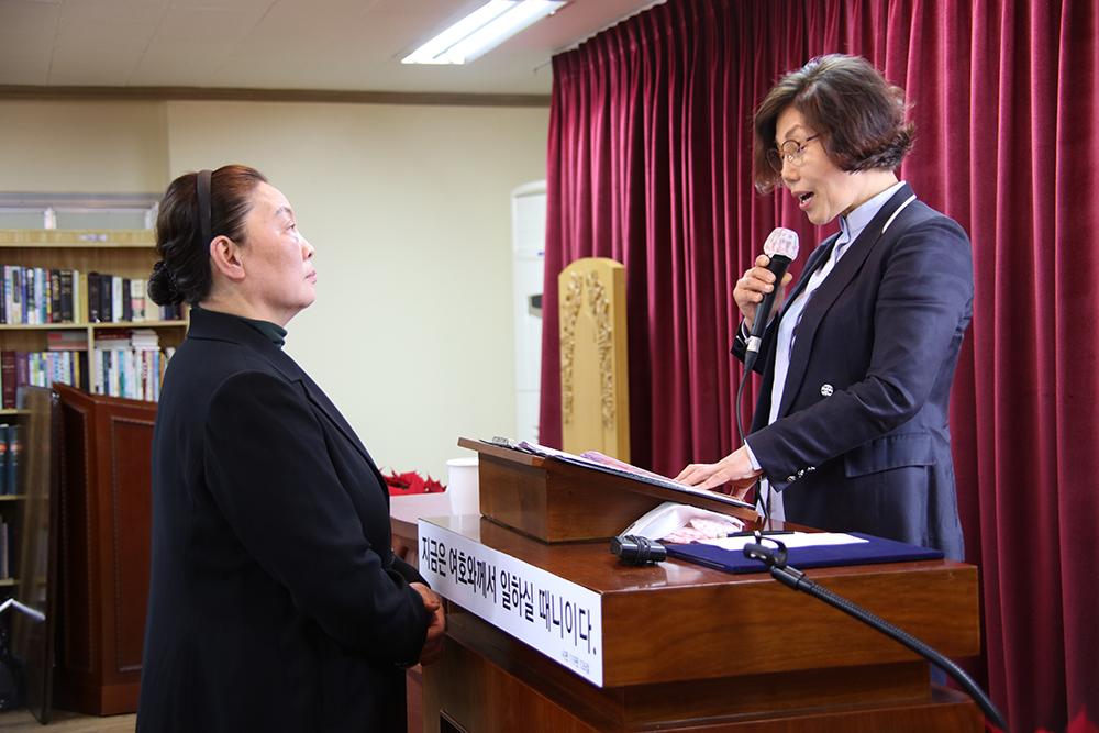 선한목자교회 설립인허증 수여 노회장 ㄱ정옥 목사.jpg