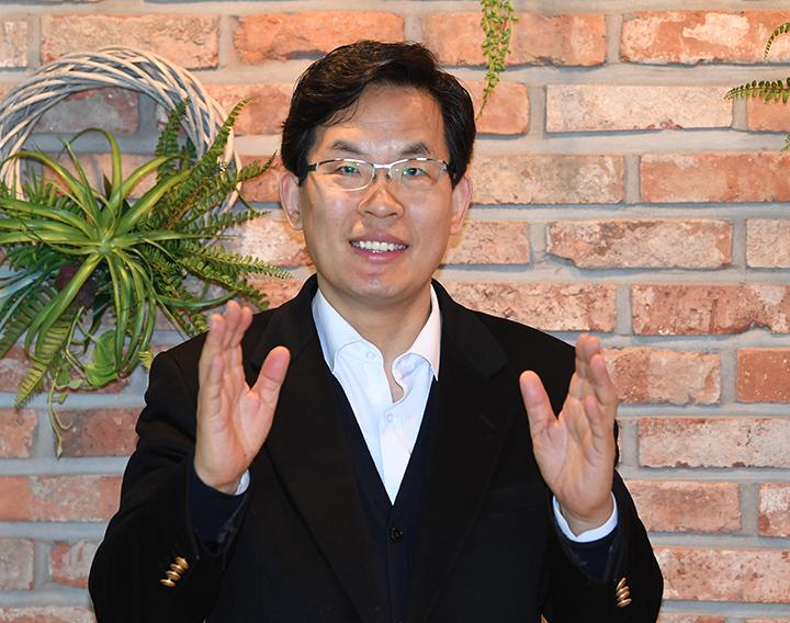 이효상원장 사진 -01.jpg