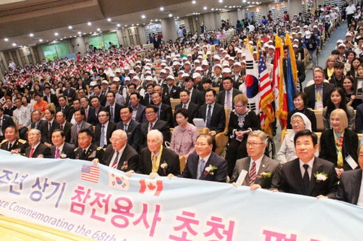 kmj ▲ 예배가 끝난 뒤 참석자들 단체 기념 촬영..jpg