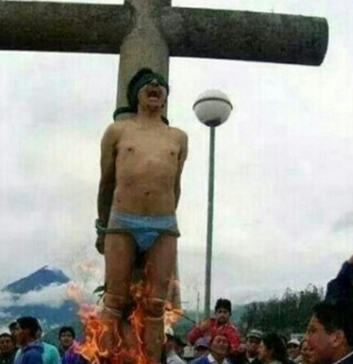 네팔에서 복음을 증거하다가 체포되어 화형당하고 있는 성도1.jpg