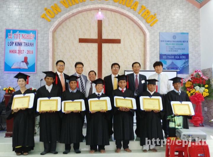 졸업생과순서자들-01.jpg