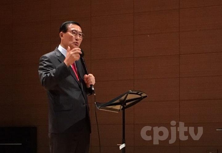 cpjtv2. 주강사인 광은교회 김한배 목사의 설교 모습.jpg
