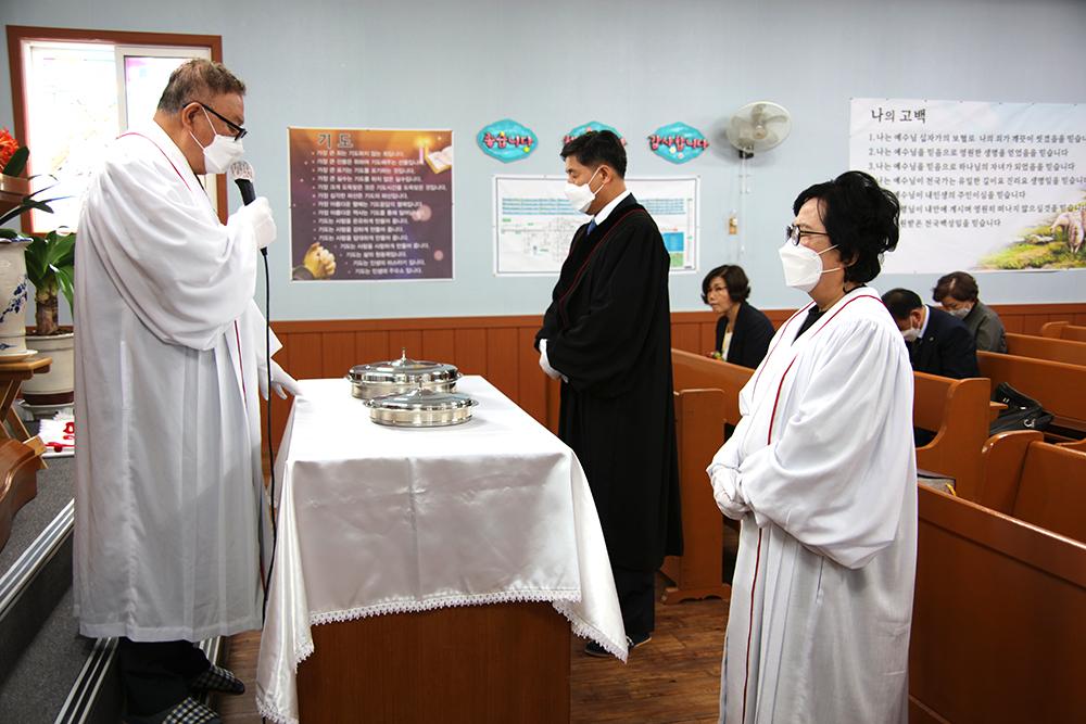 02 성찬예식 집례 허창범 목사.jpg