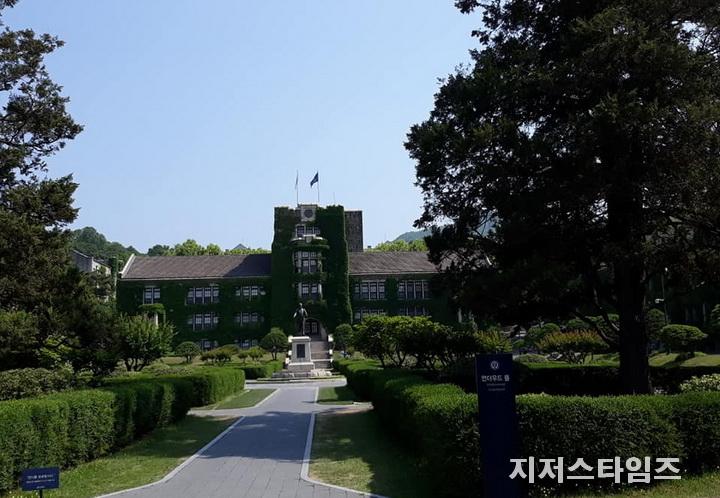 신촌 연세대 본관 정원002.jpg