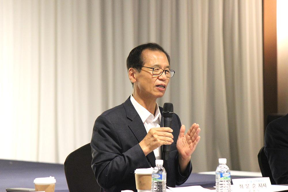 11. 정책간담회에서 발언하는 최문순 도지사.JPG